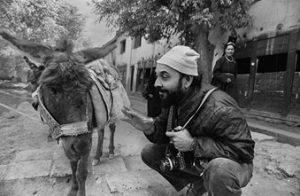 શ્રી જ્યોતિ ભટ્ટે લીધેલ છબીકાર શ્રી કિશોર પારેખની છબી: Kishore Parekh, Ladakh, 1981